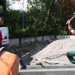 Starke Jungs – die Arbeiten am Schaugarten während des Events