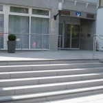 Raiffeisenbank Bürstadt, Pflasterung Eingangsbereich