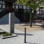Dorfplatz in Gronau - ein besonderer Granitbrunnen