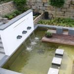 Minimalistische neue Formen und Hangabfangung mit Sandstein-Mauern