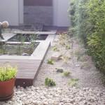 Kleiner Garten mit Teichlandschaft - minimalistisch und gemütlich