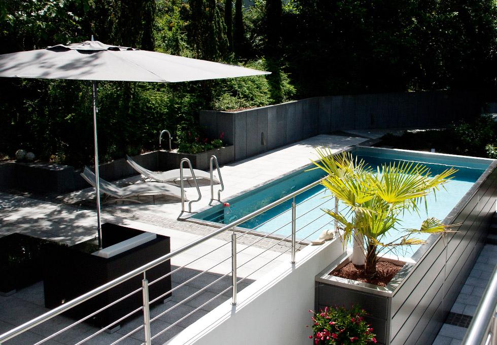 pool terrassendecks und mauern farblich und stilistisch perfekt abgestimmt g rten von g rtner. Black Bedroom Furniture Sets. Home Design Ideas