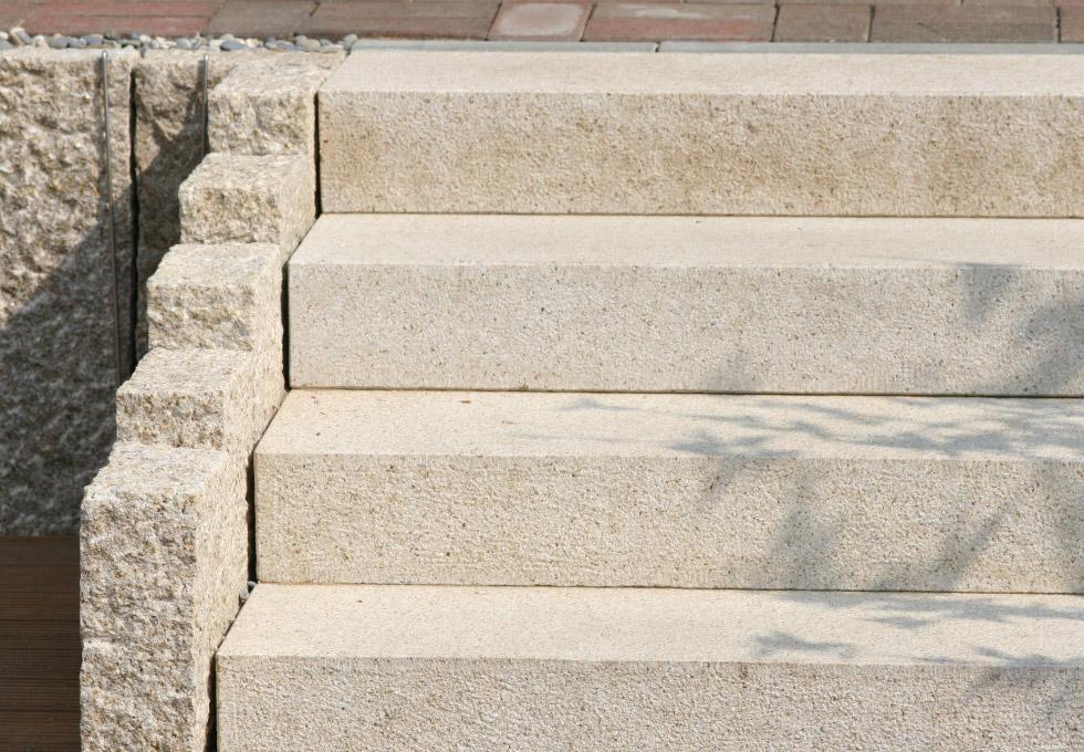 Granit Treppe Die Den Naturpool Mit Der Terrasse Verbindet Garten