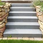 Granit-Treppe mit Sandstein-Trockenmauern