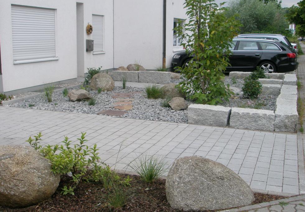 gestaltung eines vorgartens mit eingangsbereich g rten von g rtner. Black Bedroom Furniture Sets. Home Design Ideas